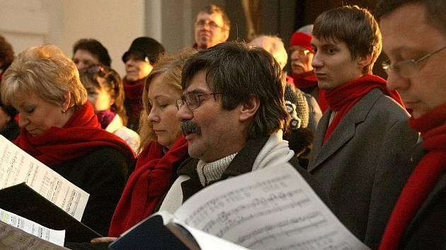 Ve Smržovce v kostele sv. Archanděla Michaela vystoupil Smíšený pěvecký sbor Janáček z Jablonce nad Nisou a přednesl Českou mši vánoční J. J. Ryby.
