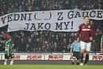 Jablonec hrál na Spartě 2:2. Na snímku transparent fanoušků Sparty.