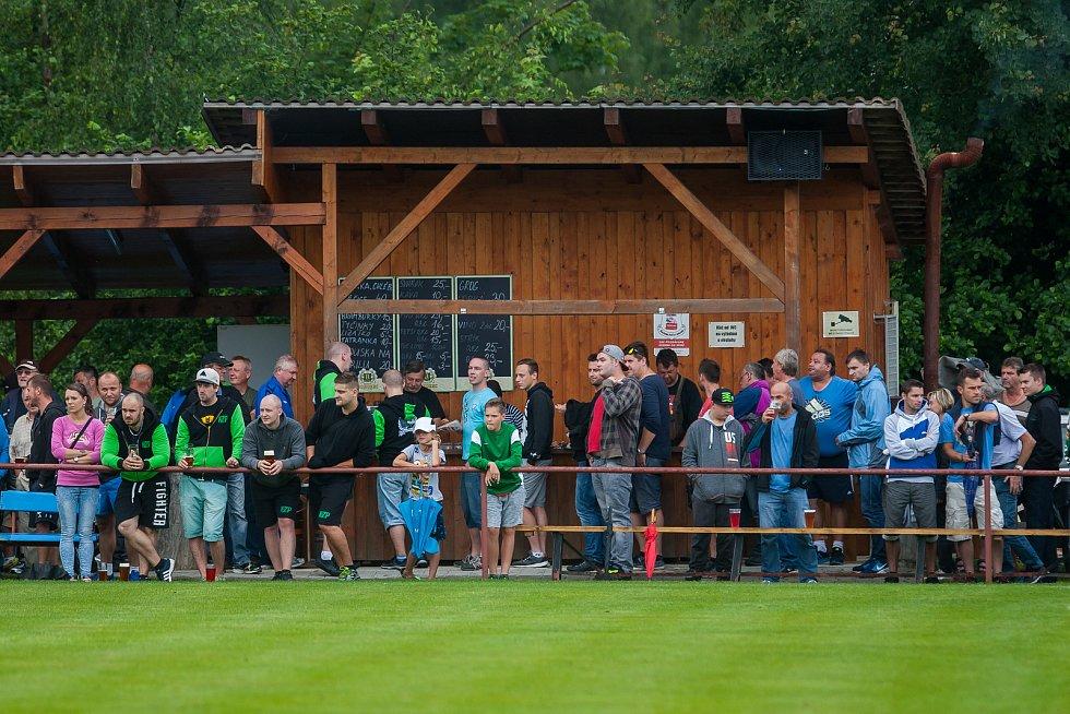 Přátelské fotbalové utkání mezi týmy FK Jablonec a FK Jiskra Mšeno se odehrálo 12. července v Rychnově u Jablonce nad Nisou. Na snímku fotbaloví diváci.