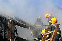 Sbor dobrovolných hasičů Huť. Zásah v únoru 2008 u požáru rodinného domu v Maršovicích.