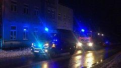 Ve středu kolem deváté večer došlo k výbuchu propanbutanové bomby v bytovém domě ve Smržovce. Jednoho zraněného člověka odvezli s popáleninami.