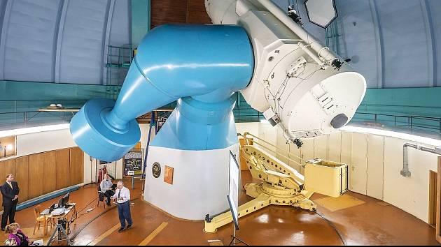 TOPTEC pro největší český dalekohled zvaný Perkův vyvinul světově unikátní koncepci speciálních optických prvků, které násobně zvyšují světelnou účinnost dalekohledu při pozorování slabých objektů.