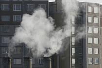 Ve vzrůstající cenou tepla bojují lidé všude.