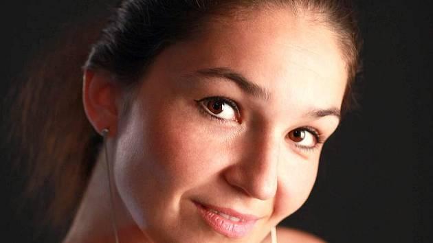 Pavla Švestková. Od roku 2008 vystupuje s Orchestrem Atlantis a komorním souborem Atlantis Collegium.