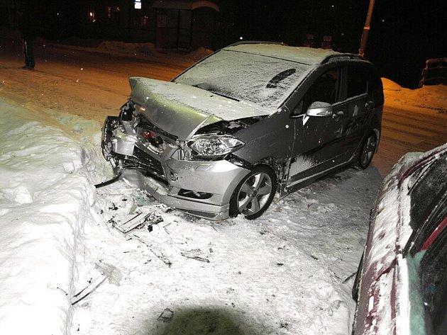 Ve středu 7. ledna v osm hodin večer došlo v Lučanech nad Nisou k dopravní nehodě mezi vozidly Peugeot 406 a Hondou.