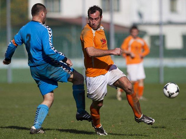 Fotbalisté Hodkovic (v modrém) doma nestačili na Kokonín, který zaslouženě vyhrál 4:1.