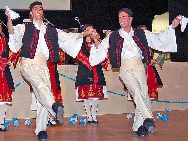 Na parketu byly k vidění klasické řecké tance.
