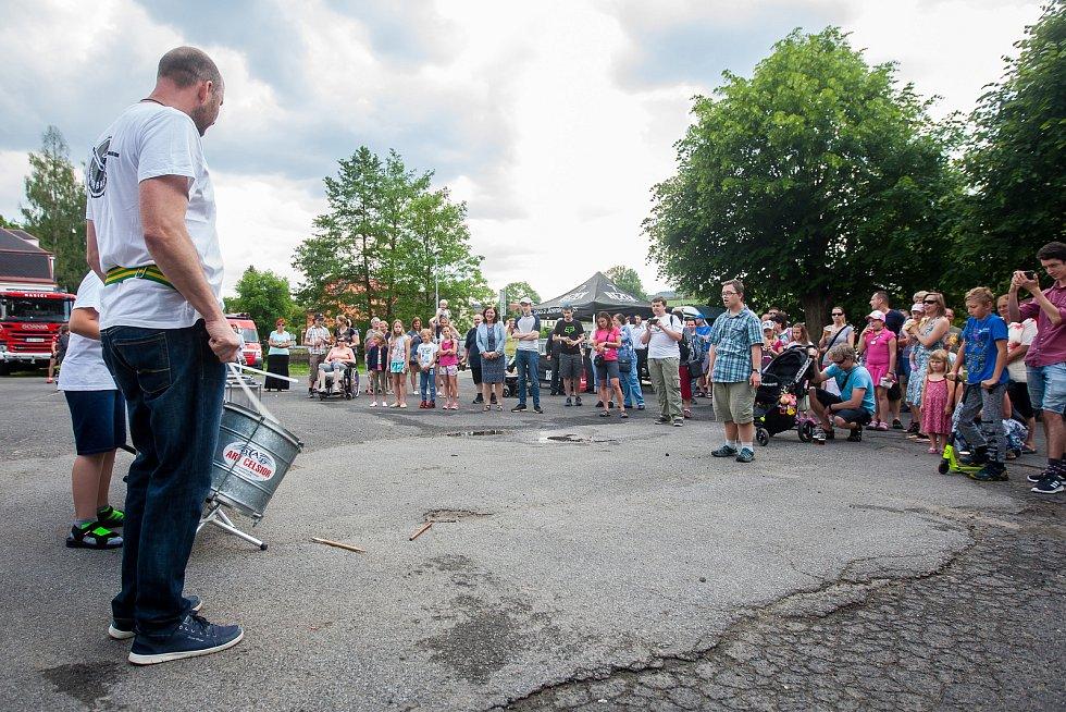 Tradiční Rychnovské slavnosti proběhly 26. května v Rychnově u Jablonce nad Nisou. Na snímku je hudební vystoupení bubeníků Junior Battery.