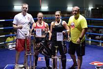 IRON FIGHTERS Jablonec získal na mistrovství České republiky osm titulů včetně dvou profesionálních. Na snímku juniorka Tereza Mesilová (druhá zleva) po vítězném utkání o titul.
