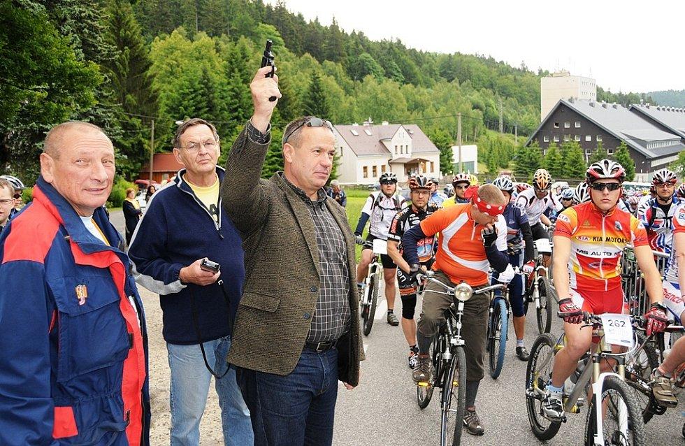 Jizerskou padesátku na kolech odstartoval hejtman Libereckého kraje Stanislav Eichler.