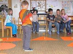 K výuce jazyka našich sousedů se postupně přiklánějí mateřské školy v Jablonci. Mateřinka v Lovecké ulici se zaměřuje na německý jazyk již druhým rokem. Nově do projektu vstupuje také MŠ Mšeňáček.