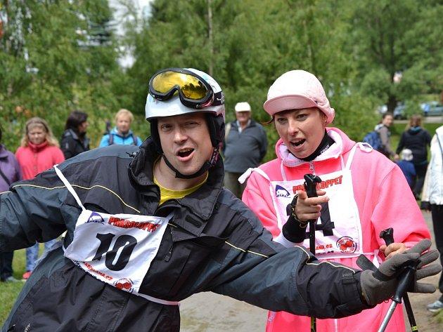 Recesistický závod kolem jablonecké přehrady Prasoloppet.