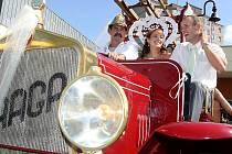 Ženich Radek Wagner a současně jablonecký profesionální hasič se v den své svatby pěkně zapotil.
