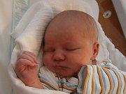 OLIVER LEHKÝ se narodil 27. července manželům Emě a Tomášovi Lehkým z Jablonce. Měřil 49 cm a vážil 3940 g.