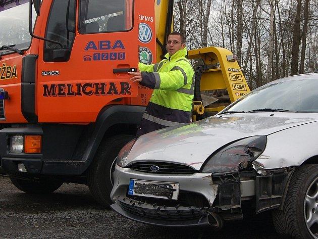 Jan Melichar se svým odtahem přivezl nabourané auto až od Mělníka.