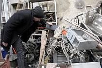Změnou vyhlášky 383/2001 Sb., o podrobnostech nakládání s odpady je od 1. 3. 2015 zakázáno za vykoupené kovy platit fyzickým osobám v hotovosti. Jediným způsobem, jak zaplatit je bezhotovostní platba.