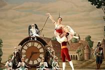Coppelia. V hlavních rolích opět oslní výbušná Natálie Osipová, jejíž výkon v baletu Don Quichote se stal vrcholem sezóny Baletu v kině; a první sólista Vjačeslav Lopatin.