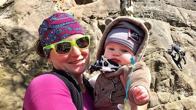 Někdejší úspěšná biatlonistka Veronika Vítková našla domov v Janově nad Nisou. Radost jí dělá půlroční dcera Eliška.