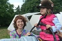 Pětiletá Anežka trpí Downovým syndromem. Na koni se vozí pravidelně a hiporehabilitace jí svědčí.