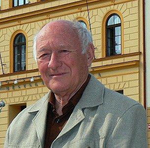 Jiří Harcuba má Jablonec rád. Jezdí sem nejen do mincovny, na uměleckoprůmyslovou školu, ale také zde vystavuje.