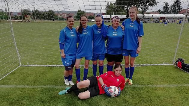 Dívčí fotbalový tým Čertic pod vedením Jana Štola se zúčastnil Hanácké kopačky a přivezl si dokonce ocenění.