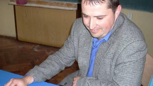 Petra Ponikelského, vedoucího katedry regionalistiky krajského pracoviště v Jablonci, napadlo spojit dvě soukromé školy.