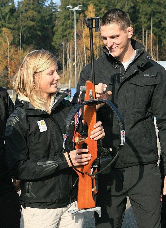 V jabloneckých Břízkách vyzkoušeli sportovci z různých odvětví střelbu na biatlonové terče ve střeleckém areálu Ski Klubu Jablonec. Hlavní dozor nad střelbou měla reprezentantka Veronika Vítková. Na snímku Lukáš Krpálek - judo.