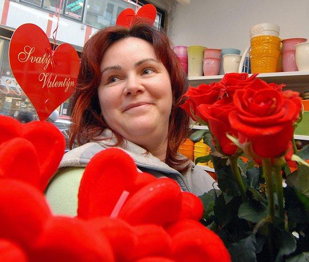 Nejen květinou mohou lidé vyznat na svatého Valentýna lásku.