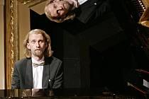 Klavírista Ivo Kahánek.