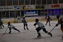 Tým žáků HC Vlci Jablonec si v utkání s Českou Třebovou sahal  na vítězství. Ale Jablonečtí hráli v oslabené sestavě, ve které chyběli klíčoví hráči, tak nakonec odešli z ledu poražení.