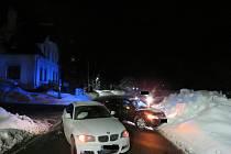 Řidič, který vyjížděl v Tanvaldu z parkoviště, nedal přednost v jízdě řidiči jedoucímu po hlavní silnici.