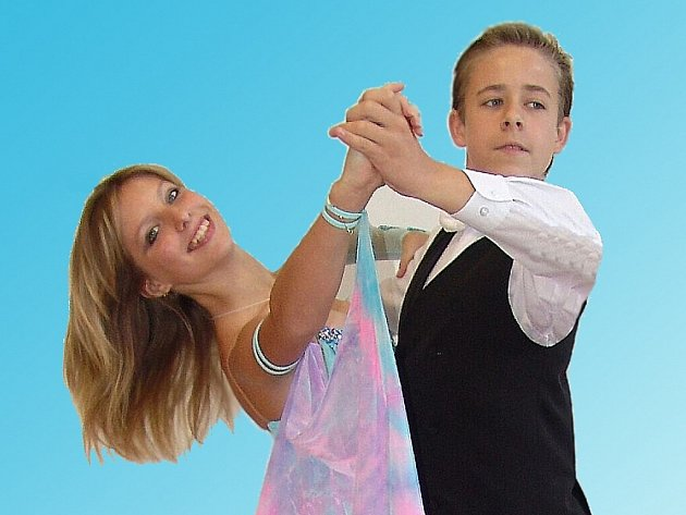 """Daniel Humpolec a Zlata Svobodová - vítězové kategorie Jun 1 C z """"Podještěďáku"""" vytancovali si tak ve standardních tancích nejvyšší možnou třídu """"B""""."""