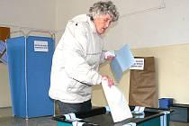 Komunální volby do zastupitelstev měst a obcí na Jablonecku 2010. Na snímku volební místnosti v Základní škole 5. května v Jablonci.