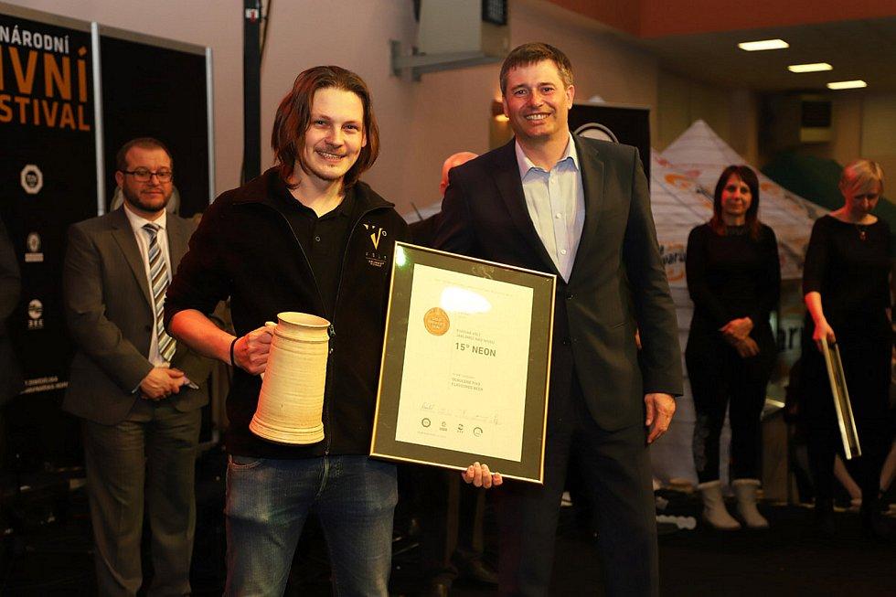 Ocenění Mezinárodního pivního festivalu 2018 putovalo i do Jablonce, konkrétně do Minipivovaru Volt. Přebíral sládek Voltu Martin Palouš.