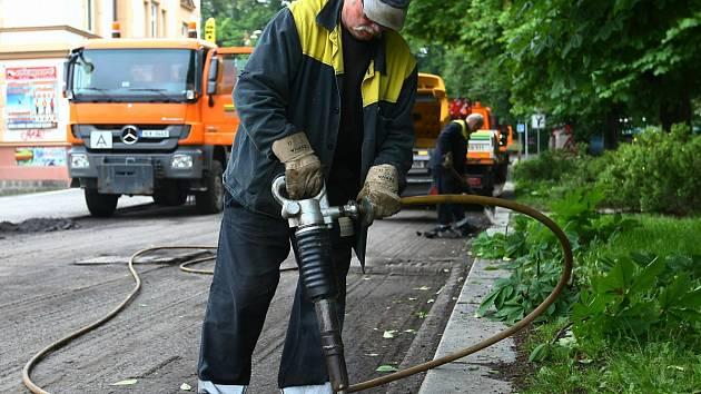 Liberecké Technické služby také provádí opravy chodníků i silnic