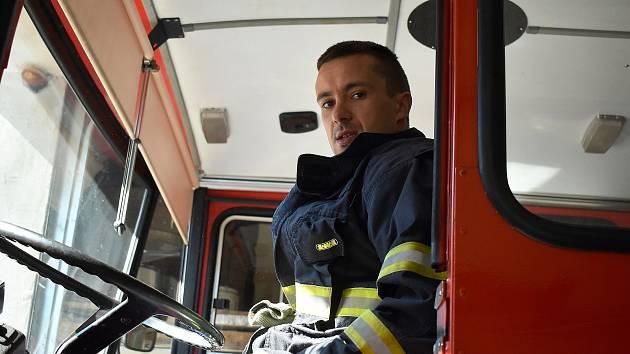 Profesionální hasič Jiří Šilhán velí jednotce SDH v Líšném.
