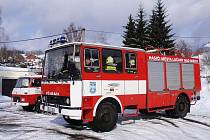 CHLOUBA LUČANSKÝCH HASIČŮ. Vozidlo CAS 25 K, vyrobené roku 1988, prošlo v roce 2006 kompletní přestavbou. Město jej pro sbor dobrovolných hasičů pořídilo i s vybavením za 833 000 korun.