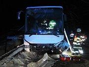 Nehoda autobusu a osobního vozu na Semilsku.