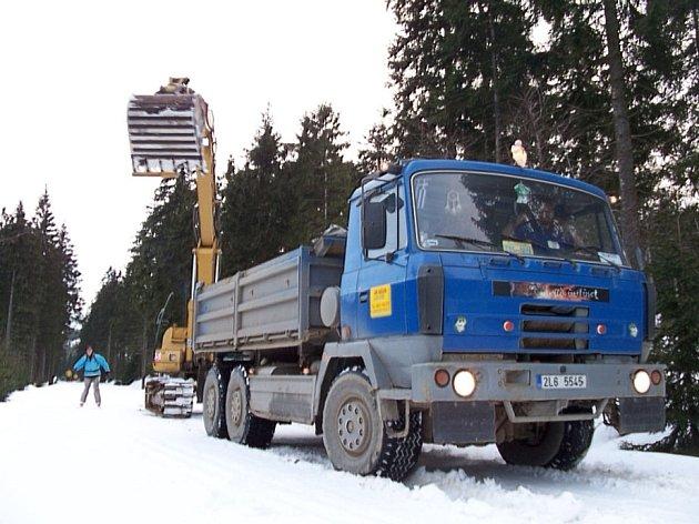 Sběr sněhu na spojnici Smědava Souš
