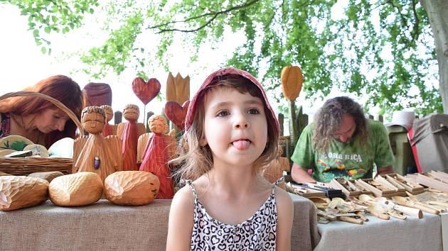 Hrad Vranov-Pantheon. Na Vranovském jarmarku představili řemeslníci z Malé Skály a okolí své výrobky.