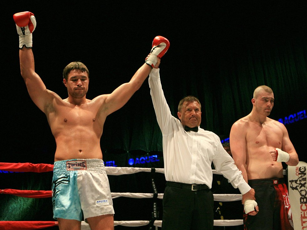 Night of Warriors v Liberci.  Petr Kareš z Jablonce a Daniel Dörrer (vpravo).