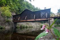 V Bystré nad Jizerou na Semilsku otevřeli 6. září po čtyřech letech dřevěný most přes řeku Jizeru, který patří mezi národní kulturní památky. Oprava mostu věšadlového typu stála téměř pět milionů korun.