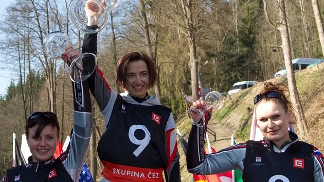 Kamenec hostil finále Světového poháru v jízdě na skibobech. Na snímku je uprostřed vítězka Alena Housová (Sokol Jablonec n. J.).