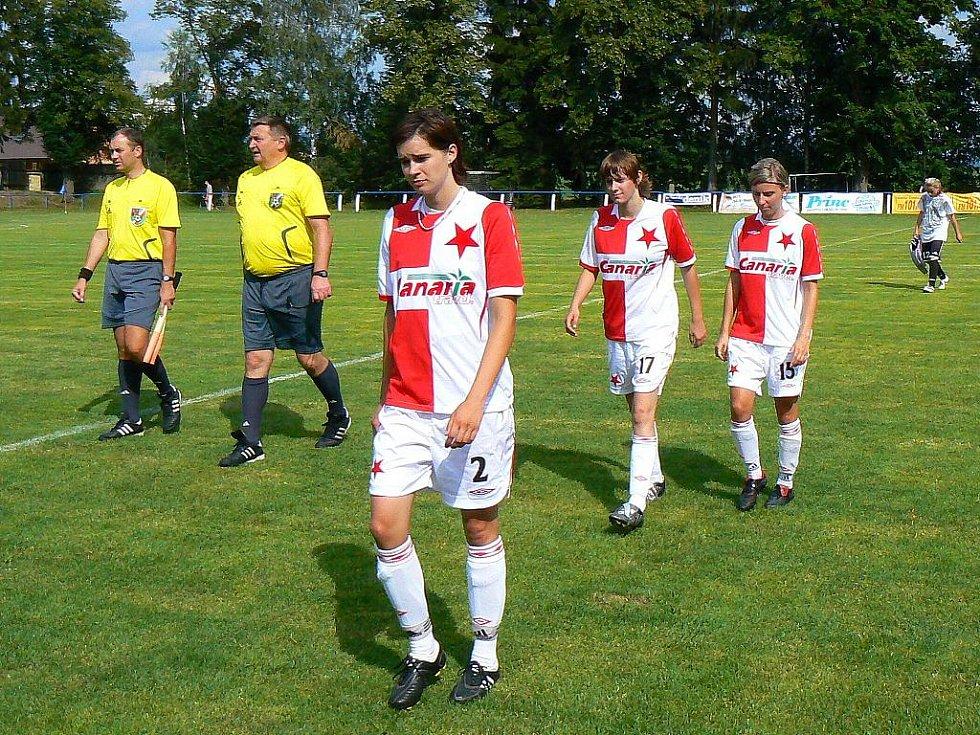 Fotbalový klub Zásada oslavoval 90 let své existence. V přátelském utkání se v sobotu střetly ženy SK Slavia a sružstvem žen z Malé Skály s výsledkem 14:0.