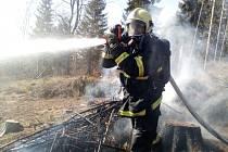 Hned dva požáry hlásilo Jablonecko. Hořelo v údolí Jizery u Železného Brodu a také nad Prosečí.