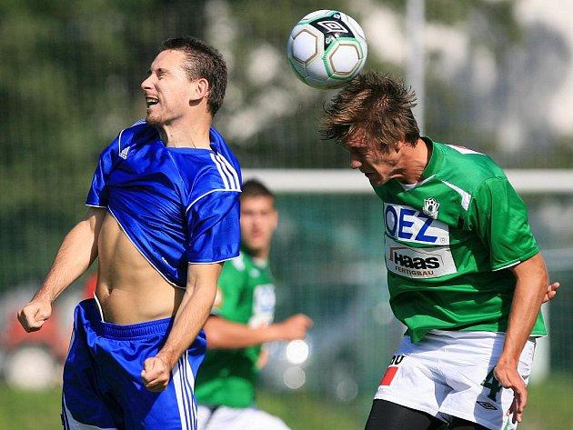 Fotbalisté Baumitu Jablonec B porazili v domácím utkání Trutnov (v modrém) 4:0.