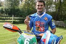 Mladý závodník Milan Engel vybojoval na mistrovství Evropy dvě juniorské bronzové medaile.