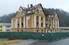 """Z Tanvaldu zmizí """"dům hrůzy"""", začala jeho demolice"""
