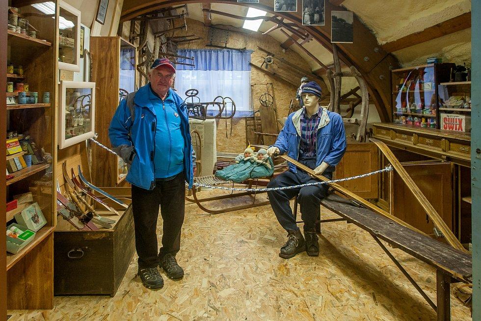 Expozice nově otevřeného Ski muzea v Harrachově na snímku z 13. září. Muzeum vybudovali vlastními silami bratři Slavíkovi během dvou let a je zde vystaveno přes 8000 exponátů.