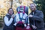 Matylda, humanoidní open source robot z dílny OpenTechLab Jablonec nad Nisou, se 31. října vydal stopem do Muzea rekordů a kuriozit v Pelhřimově. Matyldu je možné na její cestě sledovat online na facebooku nebo v mobilní aplikaci. Na snímku je Matylda a j
